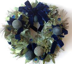 ARRANGEMENTS - Find seasonal flowers in HOLIDAY - Floral Art