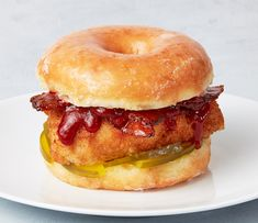Breaded Chicken Donut Sandwich made with SOUR PATCH KIDS Variegate Carnival Eats Recipes, Lunch Recipes, Cooking Recipes, Crazy Burger, Cold Sandwiches, Chicken Sandwich Recipes, Junk Food Snacks, Sour Patch Kids, Gourmet Burgers