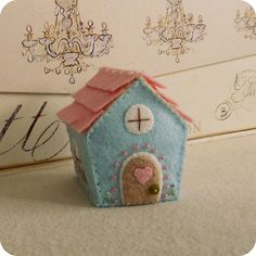 I have absolutely been wanting to make little felt houses and this one is perfect inspiration!