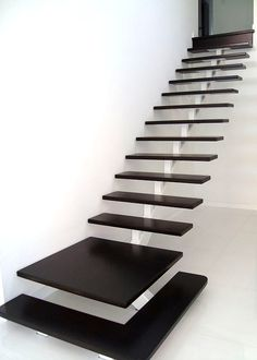 Staircase Design Modern, Staircase Railing Design, Modern Small House Design, Home Stairs Design, House Staircase, Stair Handrail, Home Room Design, Modern Stairs, Interior Stairs