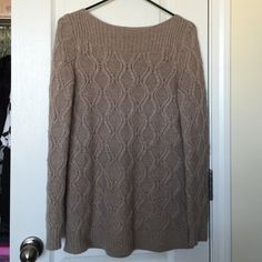 LOFT sweater Worn only a couple times. Very warm and stylish LOFT Sweaters