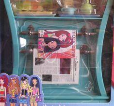 Barbie House Furniture, Disney Characters Costumes, Barbie I, Miniture Things, Nostalgia, Lunch Box, Mini Houses, Scene, Furnitures