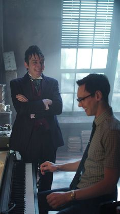 GOTHAM Penguin and Ed (riddler) are besties and i love it!