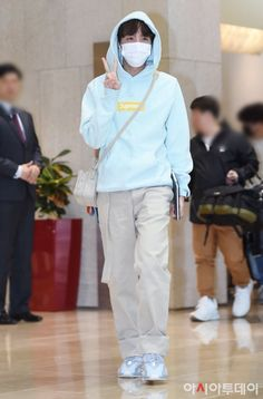BTS Hobi airport trend A DIY Craft For All Ages - Nice Reward Thought Too! Bts Airport, Airport Style, Jung Hoseok, Airport Fashion Kpop, Hope Fashion, K Pop, Bts Clothing, Bts Inspired Outfits, Bts J Hope