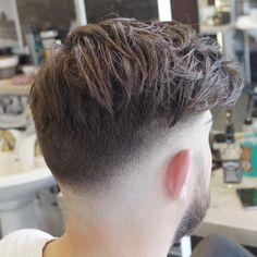 pelo largo de lado muy moderno
