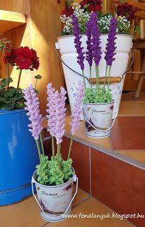 FONAL ANYUK: Horgolt levendula Crochet Flower Patterns, Crochet Flowers, Nylon Flowers, Crochet For Beginners, Christmas 2019, Textiles, Planter Pots, Jar, Plants