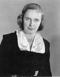 4e) Regina Helene Elisabeth Margarete (Würzburg 6 Jan 1925-Pöcking 3 Feb 2010); m.Nancy 10 May 1951 Otto, Archduke of Austria (Villa Wartholz 20 Nov 1912-Pöcking 4 Jul 2011