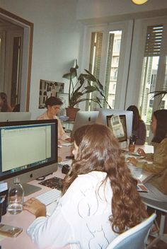Diario de fotos: Paloma Wool - Lisa Says Gah - Popular Leben Dream Job, Dream Life, Student Fashion, School Fashion, Study Inspiration, Photo Diary, Jolie Photo, Coming Of Age, Study Motivation