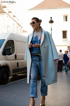 Womenswear Street Style by Ángel Robles. Fashion Photography from Paris Fashion Week. Gold pumps with ripped jeans and pastel coat.