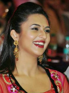 Jav I Divyanka Tripathi Height and Weight, Bra Size, Body Measurements Beautiful Girl Indian, Beautiful Girl Image, Most Beautiful Indian Actress, Beautiful Gorgeous, Beautiful Actresses, Lovely Eyes, Beautiful Saree, Sonam Kapoor, Deepika Padukone