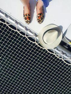 Tardes de verano repletas de sol, estilo y amigos. ¿Para qué más?  Mislitas: Rita Orange, disponibles en la shop   #flats #loafers