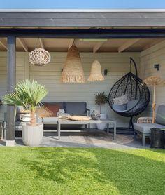 Small Garden Jacuzzi, Hot Tub Backyard, Small Backyard Landscaping, Backyard Patio, Outdoor Living Areas, Outdoor Rooms, Outdoor Decor, Covered Patio Design, Outdoor Patio Designs