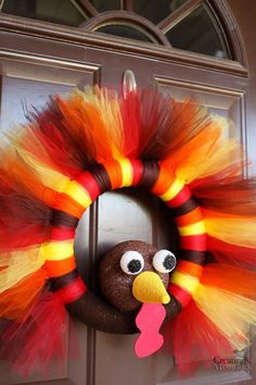 23 Thanksgiving Wreaths to Welcome All Your Holiday Guests in Style