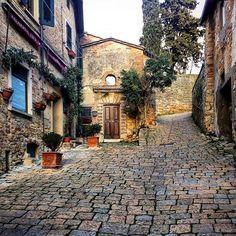 That's AMORE ❤️ #volterra #tuscany #tuscanycountryside #perlestradedellatoscana #visittuscany #tuscanybuzz #discovertuscany #mytravelintuscany #don_in_italy #volgotoscana #volgoitalia #toscanabestpics #toscana #toscana_in #toscana_friends #toscana_amoremio #yallerstoscana #tuscanygram #tuscanylovers #tuscanypeople #betuscan #toscana #tuscany #excellent_italy #toscana_super_pics #toscana_city  #igerstoscana #florenceandtuscanyforyou
