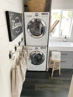 Best Mudroom / Laundry / Entryway Ideas Farmhouse Style Decorating, Laundry Mud Room, Blogger Decor, Homemaking, Laundry, Clean Laundry, Entryway Mats, Mudroom, Entryway