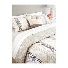 Samantha Pynn x Simons Chevron duvet cover set (200 CAD) ❤ liked on Polyvore featuring home, bed & bath, bedding, duvet covers, king size pillow shams, chevron twin bedding, king sham, twin duvet cover set and king size bedding
