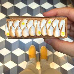 Lemon-Meringue-Tart-By-Un-Dimanche-À-Paris. Easy Gluten Free Desserts, Quick Easy Desserts, Colorful Desserts, Fun Desserts, Easy Dessert Bars, Marshmallow Desserts, Mini Chocolate Cheesecake, Lemon Meringue Tart, Pastry Chef