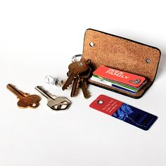 You will find this famous Horween leather minimalist key case practical and convenient to use, can stow up to 6 regular keys like a Swiss Army knife, Leather Keychain, Leather Pouch, Key Pouch, The Black Keys, Key Case, Small Leather Goods, Swiss Army Knife, Key Rings, Print Patterns