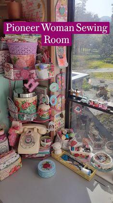 Retro Crafts, Vintage Crafts, Fun Crafts, Vintage Craft Room, Craft Room Storage, Craft Rooms, Travel Trailer Decor, Space Crafts, Craft Space