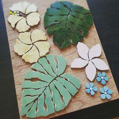 Garden wall with Mosaic garden Mosaic Garden Art, Mosaic Tile Art, Mosaic Flower Pots, Mosaic Pots, Mosaic Artwork, Mosaic Glass, Tropical Mosaic Tile, Stained Glass, Mosaic Art Projects