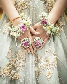 Floral jewellery adorns the beauty of a bride. Floral jewellery by Indian Wedding Jewelry, Indian Bridal, Indian Weddings, Pakistani Bridal, Pakistani Dresses, Indian Jewelry, Rustic Weddings, Bridal Lehenga, Flower Jewellery For Mehndi