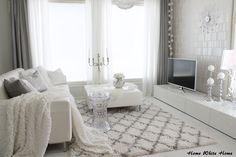Home White Home: Talvista tunnelmaa olohuoneessamme Living Room Grey, Living Room Kitchen, Living Area, Living Room Decor, Living Rooms, White Houses, Interior Design, Nordic Interior, Room Inspiration