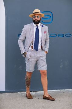 Pitti Uomo The shorts suit with blue tie suspenders buttoniere pocket square hat sunglasses and tassel loafers Summer Wedding Suits, Summer Suits, Men Summer, Trendy Wedding, Look Gatsby, Stylish Men, Men Casual, How To Wear Loafers, Loafers Men