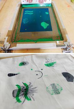 Silkscreening totebags for Pots & Paper Edition 3 Illustration by Chris Reijnen