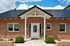 Baumeisterhaus mit schönem Vordach