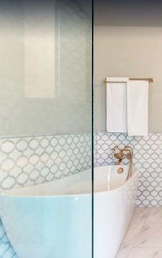 White Thassos & Bianco Carrara Marble Arabesque Marrakech Waterjet Mosaic Tile – Bathroom Tub Surround & Shower Tile Ideas. Bath remodeling. Bathroom decor. Marble shower tiles. Marble bathroom tiles. Carrara marble bathroom. Moroccan Arabesque tiles. Bathroom renovations. Tile Ideas. Luxury white bathroom designs, shower designs. #tiles #bathroom #shower #interiordesign #arabesque #marrakech #marbletiles #homeimprovements #remodeling #renovations #showertiles #bathroomdesign #carraramarble