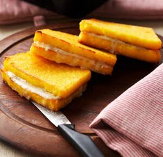 SANDWICH DI POLENTA FRITTA AL GORGONZOLA Pineapple, Sandwiches, Fruit, Eat, Food, Koken, Pinecone, Paninis