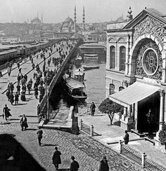 Galata Bridge Karaköy pillar, on the right Aziziye Police Station.