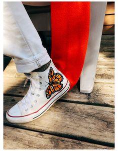 Mode Converse, Diy Converse, Converse Design, Painted Converse, Painted Sneakers, Sneakers Mode, Sneakers Fashion, Orange Converse, Converse Logo