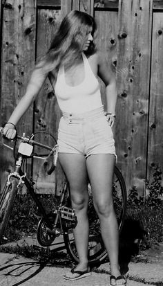 """Randy Brown is an American retired mailman who took these cool pics of his beautiful wife named Linda 'Cazeau' Brown in the """"I mar. Vintage Girls, Vintage Outfits, 70s Fashion, Vintage Fashion, Photos Black And White, Velo Vintage, Cute Young Girl, Bicycle Girl, Beautiful Wife"""