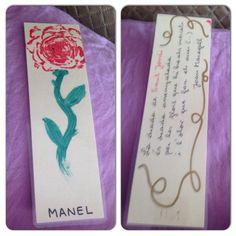 Punt de llibre amb rosa estampada amb carxofa i fragment de poema al darrera