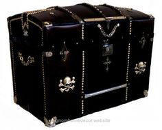 Unbelievable Antique Curve-Top Gothic Trunk The post Antique Curve-Top Gothic Trunk… appeared first on Migno Decor .