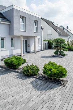Pflaster Idea gallery - inspiration for your garden design Preventing Garden Invasions Article Body: Modern Garden Design, Landscape Design, Porch Tile, Backyard, Patio, Real Plants, Front Yard Landscaping, Outdoor Gardens, House Design
