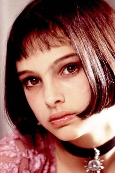"""Natalie Portman got her start in the amazing and violent """"Leon the Professional"""" and has become a beautiful and excellent actress. I loved her as the mentally ill but loving young woman in """"Garden State"""". Natalie Portman Léon, Natalie Portman Mathilda, Nathalie Portman Style, Leon Matilda, The Professional Movie, Natalie Portman The Professional, Mathilda Lando, Celebrity Bangs, Art Visage"""