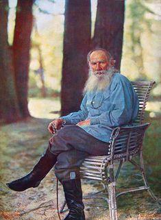 Léon Tolstoï à Iasnaïa Poliana», 1908, le premier portrait photographique en couleur en Russie. photographe :  Sergueï Prokoudine-Gorski (1863–1944)