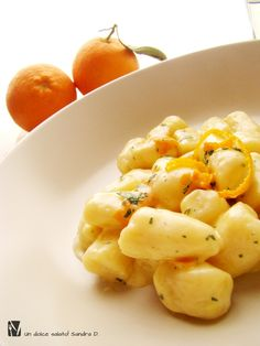 Gnocchi di ricotta all'arancia Macaroni And Cheese, Italian Language, Ethnic Recipes, Food, Fantasy, Mac And Cheese, Essen, Meals, Yemek