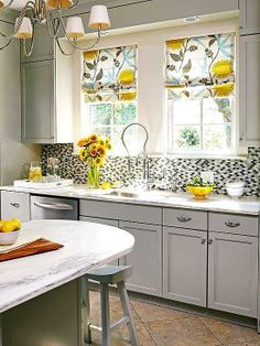 Use these easy kitchen decorating ideas to refresh your kitchen without an extensive remodel. You can do a DIY kitchen makeover in a weekend without breaking the bank. Kitchen Redo, Kitchen Remodel, Kitchen Dining, Kitchen Cabinets, Beech Kitchen, Gray Cabinets, Lemon Kitchen, Kitchen Walls, Kitchen Styling