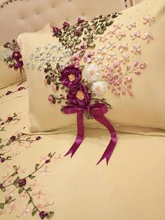 Out in beverly hills – Artofit Embroidery Works, Silk Ribbon Embroidery, Embroidery Patterns, Hand Embroidery, Diy And Crafts, Arts And Crafts, Satin Roses, Ribbon Work, Diy Pillows