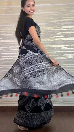 Indian Gowns Dresses, Indian Fashion Dresses, Indian Designer Outfits, Long Dress Design, Stylish Dress Designs, Half Saree Designs, Saree Blouse Designs, Stylish Sarees, Stylish Dresses