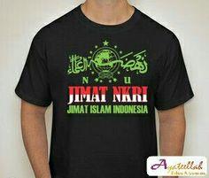 NU JIMAT NKRI  KODE: A1    Tulisan/Gambar  Depan: logo NU: JIMAT NKRI, JIMAT ISLAM INDONESIA  Belakang: AGAMA DAN NASIONALISME ADALAH DUA KUTUB YANG TIDAK BERSEBERANGAN. NASIONALISME ADALAH BAGIAN DARI AGAMA DAN KEDUANYA SALING MENGUATKAN (HADRATUSY SYAIKH KH. HASYIM ASH�ARY)    Size XL (lebar 56cm, panjang 76cm)  Size L (lebar 52cm, panjang 72cm)  Size M (lebar 48cm, panjang 68cm)  Size S (lebar 44cm, panjang 64cm)    Harga Lengan Pendek  - SatuanRp. 85.000  - PerdosinRp. 70.000 (12…