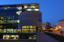 """Ventitrè ettari e sedici edifici: è quanto prevede il progetto del Parco tecnologico avanzato di Beer Sheva, Israele. Qui troveranno posto laboratori e uffici delle multinazionali impegnate sul fronte della cybersecurity, ma anche molte aziende e startup israeliane. Il progetto CyberSpark collegherà il Parco tecnologico all'Università Ben Gurion e a due campus militari (tecnologico e d'intelligence), per ricreare un """"ecosistema virtuoso"""". Ecco il fotoracconto della nostra visita al…"""