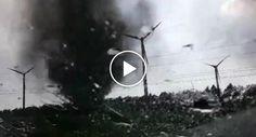 Jovens Curiosos Perseguem 2 Tornados e Quase São Apanhados Por Um Deles