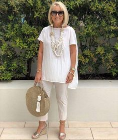 Best Fashion Tips For Women Over 60 - Fashion Trends Mature Fashion, Fashion For Women Over 40, 50 Fashion, Plus Size Fashion, Fashion Outfits, Fashion Trends, Fashion Stores, Cheap Fashion, Fashion Women
