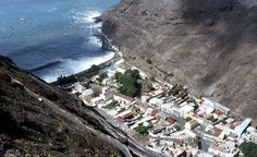 St-Helena-Jamestown-from-above : La capital del territorio, Jamestown. ◆Santa Elena, Ascensión y Tristán de Acuña - Wikipedia https://es.wikipedia.org/wiki/Santa_Elena,_Ascensi%C3%B3n_y_Trist%C3%A1n_de_Acu%C3%B1a #Saint_Helena_Ascension_and_Tristan_da_Cunha