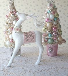 So cute! Shabby chic Xmas decorations (Delaney's Room)