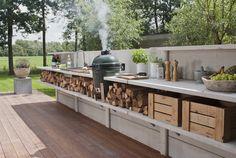 Buitenkeukens van Wwoo zijn veel meer dan een veredelde BBQ; je kunt hier namelijk veel meer mee dan enkel vlees garen. Kijk op TuinTuin.nl voor meer informatie en inspiratie over buitenkeukens.